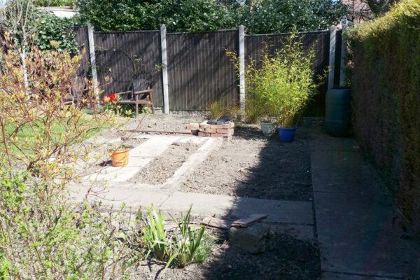 benvale-garden-seating-area-in-heanor-001