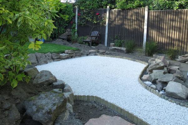 benvale-garden-seating-area-in-heanor-005